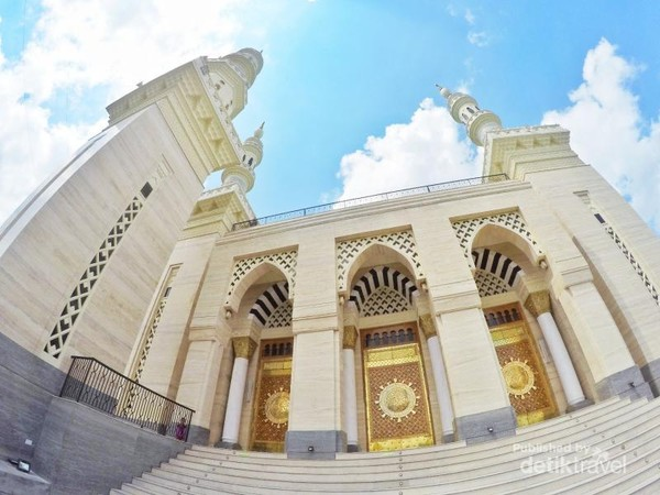 Masjid Suciati nampak megah dan cantik.