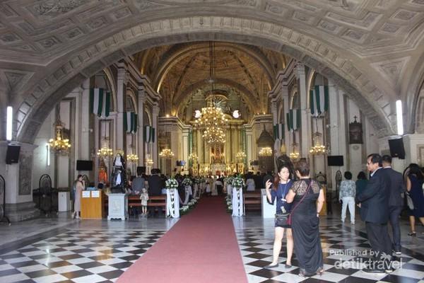 Gereja San Agustin yang terdapat di kawasan Intramuros ini merupakan situs warisan dunia Unesco.