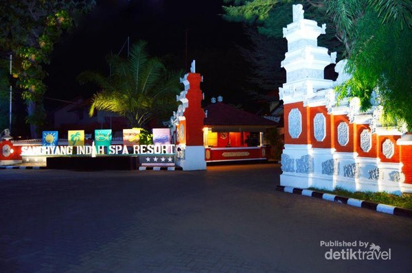 Gerbang Sanghyang Indah Spa Resort yang bernuansa Bali
