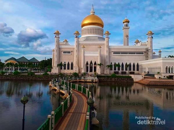 Masjid Sultan Omar Ali Saefudin dengan Kubah Emas, sebagai Landmark Brunei