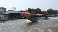 Menyusuri sungai Chao Phraya dengan boat sewaan