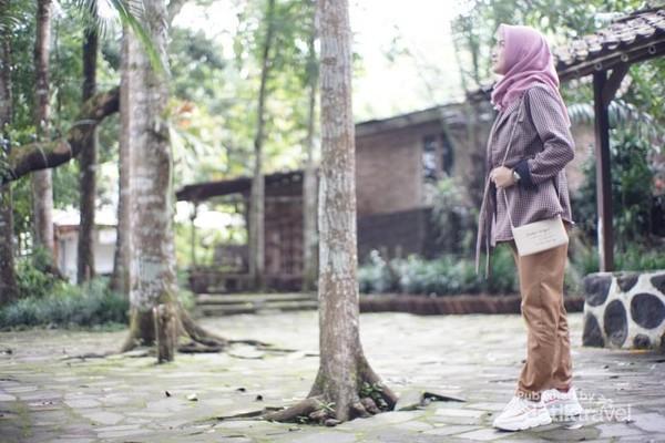 Menikmati suasana desa yang nyaman( foto diambil oleh Hata Nugraha)