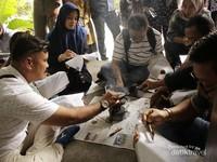 Proses belajar batik tulis(Foto diambil oleh Arsenia Keea Hokor)
