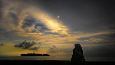 Menikmati Gemerlap Jakarta dari Pulau Onrust Waktu Itu