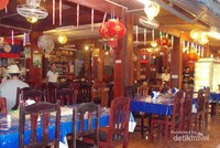 Sebuah restoran sudah siap menyambut para pelanggan.