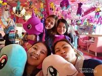 Suasana Cafe Unicorn di Lantai 2