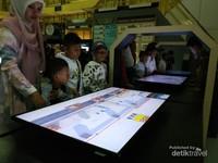 Salah satu media di dalam objek wisata sejarah tsunami Aceh ini.