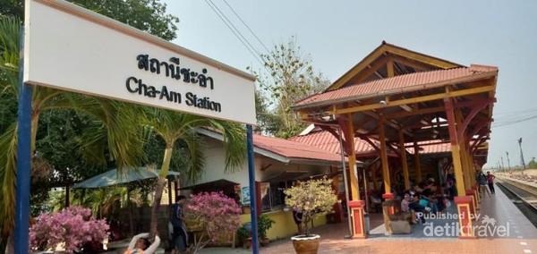 Stasiun Cha Am, dari arah kedatangan Selatan (Hua Hin)