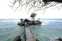 Banyak wisatawan yang belum tahu akan keberadaan pantai indah satu ini