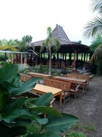 Restoran ini memiliki outdoor area yang nyaman