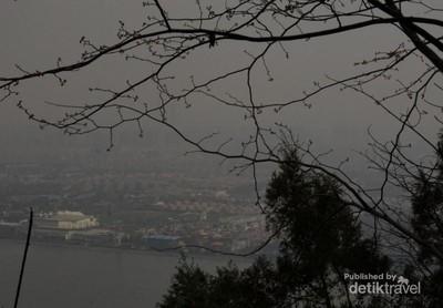 Pesona Kota Kunming dari Puncak Gunung Xishan
