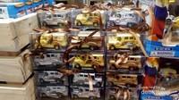 Miniatur jeepney yang terdapat di salah satu pusat perbelanjaan.