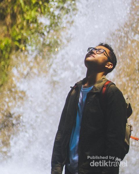Foto di depan air terjun