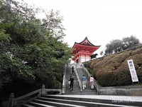 Perjalanan semakin dekat dengan bangunan-bangunan kuil.