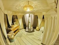 Area kamar mandi yang luas dan nyaman.
