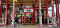 Bagian pintu masuk stasiun Hua Hin.