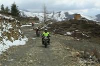 Melewati track lumpur dan menanjak
