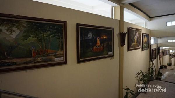 Vihara ini juga memiliki museum. Berbagai lukisan patung dan benda lain terpajang disini.