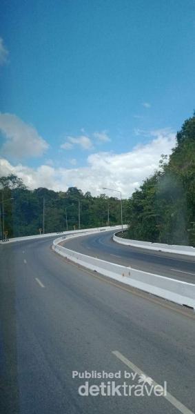 potret jalan raya menuju Nong Bua Lamphu