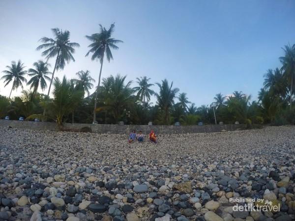 Pantai Pidakan, pantai ekaotik terletak di kabupaten Pacitan
