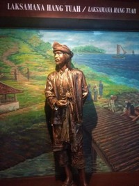 Foto patung Laksamana Hang Tuah