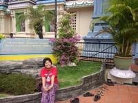Narsis dulu di depan tugu kuil sebelum pintu masuk.