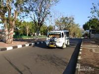 Sebuah akutan kota mulai beroperasi sejak pagi hari.