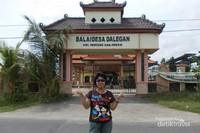 Penjual legen dapat kita temui tidak jauh dari Balai Desa Dalegan.