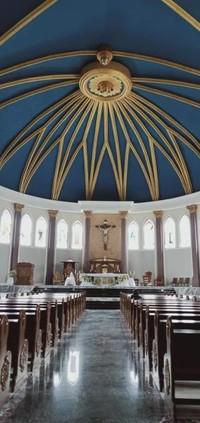 Keindahaan bagian dalam gereja.