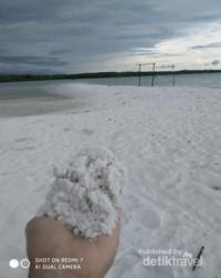 Masih di pantai di Belitung