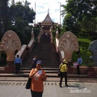 Foto: Kuil Phnom dan Kisah Lahirnya Kota Phnom Penh