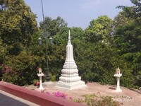 Salah satu stupa di Wat Phnom