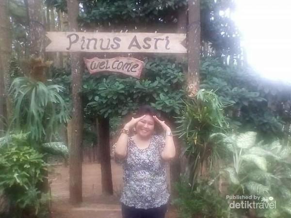 Sebelum meninggalkan kawasan wisata Pinus Asri ada baiknya kita abadikan momen terlebih dahulu.