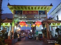 Keindahan Gerbang Chinatown di Jalan Carpenter.