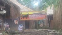 Ornamen khas Afrika yang menghiasi bagian dalam kandang