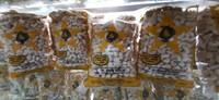 Yang paling khas dari Kendari adalah kacang mete nya, saya lebih memilih untuk membeli yang masih mentah