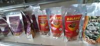 Jika tidak mau repot, tersedia juga kacang mete yang sudah digoreng