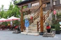 Jatim Park 3 memiliki zona khusus Jepang. Di sini pengunjung diajak merasakan suasana di perkampungan Jepang.