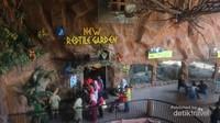 Koleksi reptil di batu secret zoo terletak di zona bernama new reptile garden