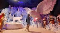 Festival salju Sapporo disini digambarkan seperti di kutub utara. Beberapa patung boneka salju serta binatang menghiasi ruangan dan tidak lupa suhu ruangan dibuat sangat dingin.