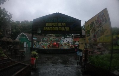 Serunya Bermusik Sambil Main Air di Kota Batu