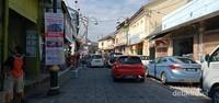 Sepanjang Jalan Kampung Pecinan Kuala Terengganu.
