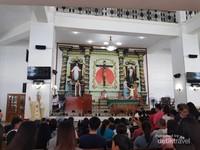 Gereja yang terdapat di bagian bawah bangunan , terdapat beberapa misa saat hari minggu dalam bahasa tagalog dan Inggris.