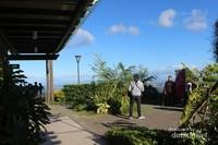 Di Tagaytay, pengunjung dapat menikmati pemandangan dan juga berfoto