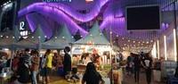 Bazaar makanan yang mulai ramai.