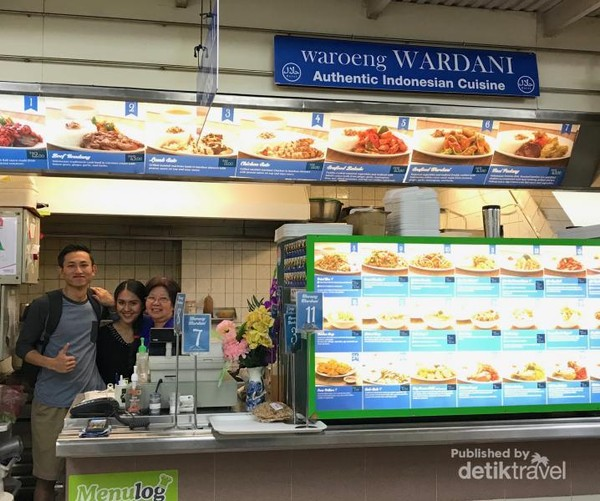 bersama Ibu Wardani, owner Waroeng Wardani