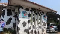 Bangunannya menggemaskan dengan motif kulit sapi