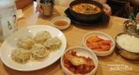 Merasakan kuliner di salah satu restaurant di kawasan Insadong.