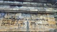 Belajar Kehidupan di Tiap Pahatan Relief Candi Buddha Terbesar Dunia