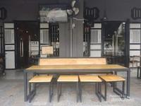 Paduan konsep tradisional George Town di pintu masuk  dan nuansa modern di dalam restaurant.